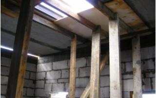 Монолитный участок между плитами перекрытия
