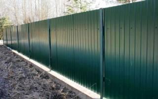 Как правильно построить забор из профлиста