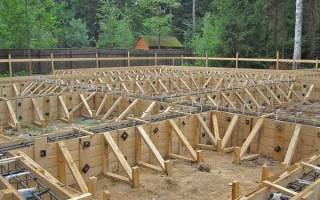 Крепление опалубки для монолитного бетона