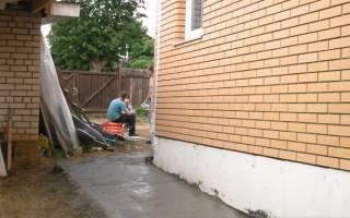 Как делать отмостку вокруг дома из бетона