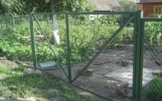 Как покрасить забор из сетки рабицы