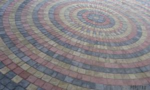 Чем покрасить тротуарную плитку своими руками