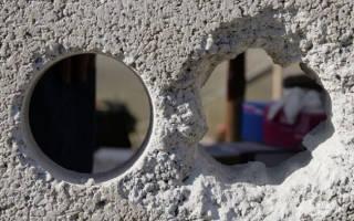 Чем замазать дыры в бетонной стене