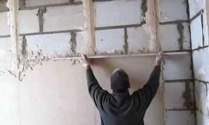 Как выровнять бетонную стену в квартире