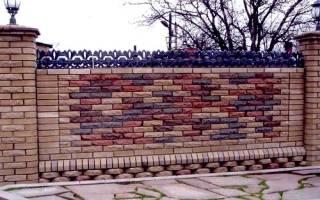 Проект забора с кирпичными столбами